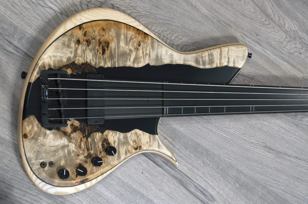 Meridian Horizon 5 Poplar Burl Fretless Bass cuerpo